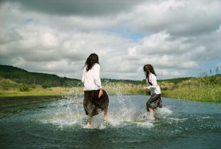 Matt Gunther Photographer TEEN SPIRIT Z-GIRLS-playing-water020.jpg
