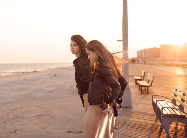 Matt Gunther Photographer moments ockaway-boardwalk-girls_MG_9748.jpg