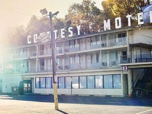 My kinda motel.